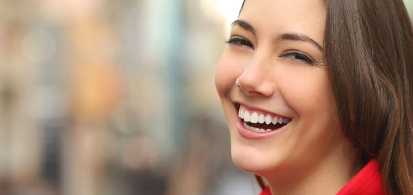 Should you choose veneers or teeth whitening